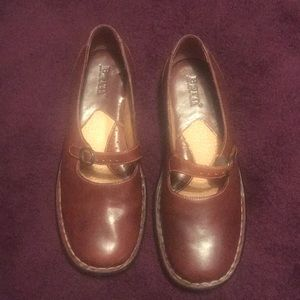 Born Brown Mary Jane shoes 6.5
